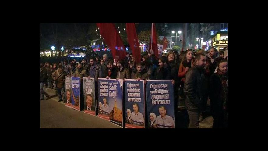 Video Po včerejší rezignaci ministrů představil turecký premiér nové složení vlády