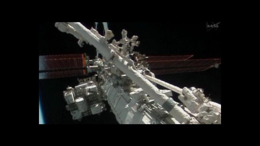 Video Dva astronauti strávili Štědrý den ve vesmíru