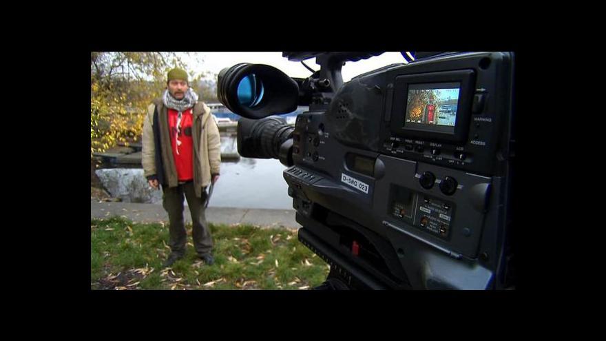 Video Bezdomovec Petr Bláha dostal díky moderování na ČT nabídku práce
