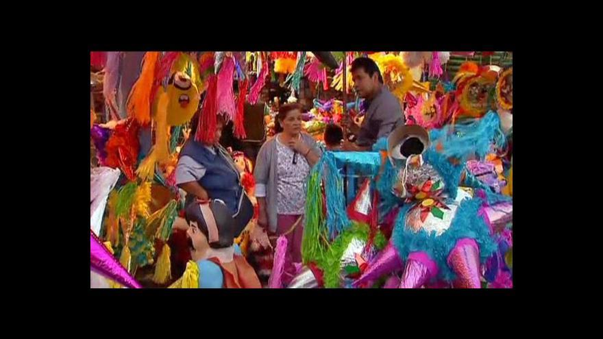 Video Mexické Vánoce se neobejdou bez tradičních piñatas