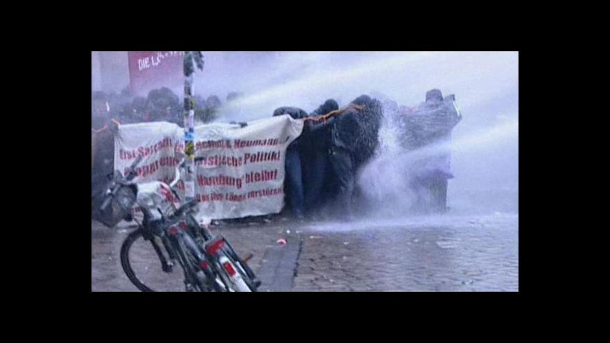 Video V Hamburku se střetli demonstranti s policií