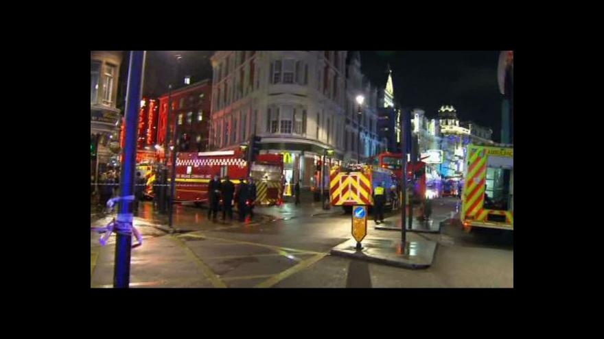 Video V Londýně se zřítila střecha divadla