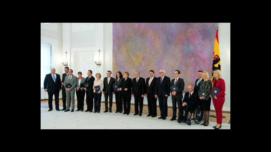Video Merkelová se znovu stala kancléřkou (Zprávy 16:00)