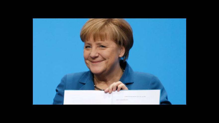 Video Merkelová opět kancléřkou