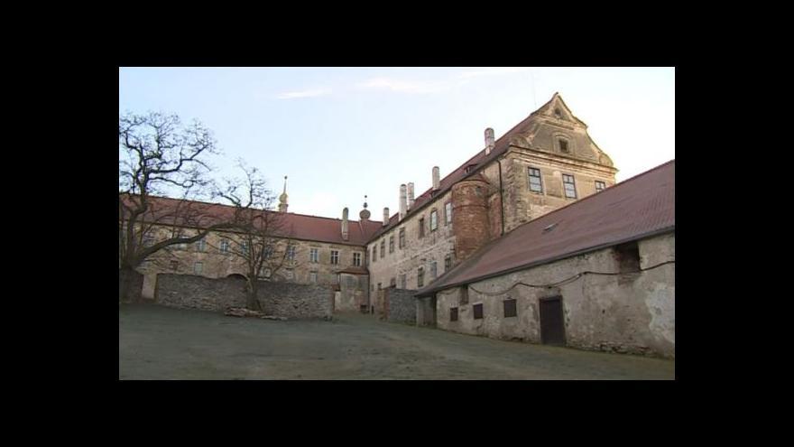 Video NO COMMENT: Výměna oken na zámku Uherčice