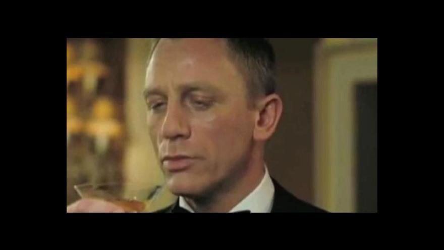 Video Horizont ČT24: James Bond má potíže s pitím