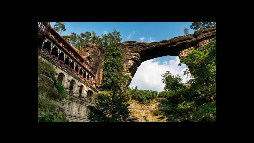 Video Horolezci hlídají stabilitu Pravčické brány
