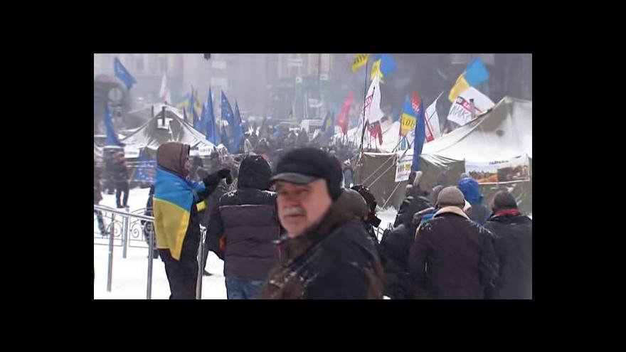 Video Ukrajinští demonstranti jsou k vládním slibům skeptičtí
