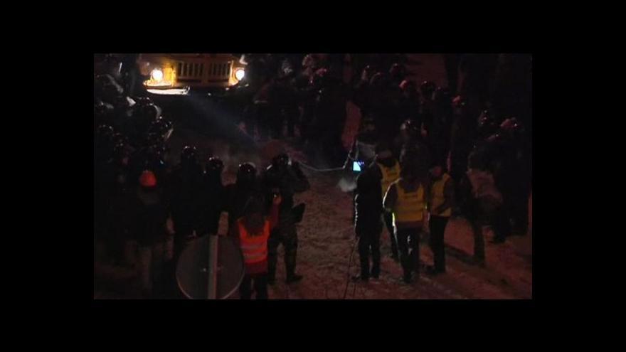 Video Proevropští demonstranti v centru Kyjeva staví nové barikády