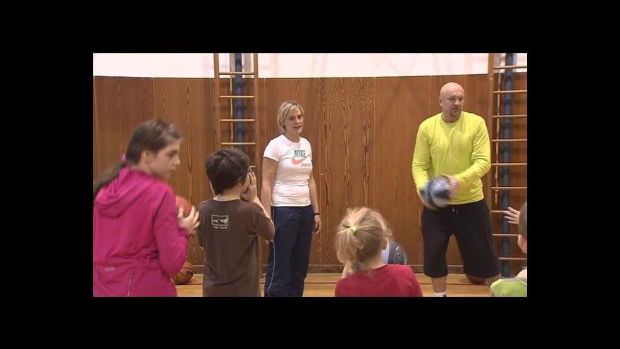 Video Rozhovory s malými basketbalovými nadějemi