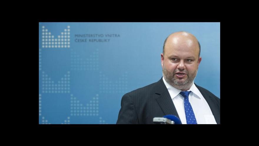 Video Pecina vysvětloval návrat Lessyho bezpečnostnímu výboru