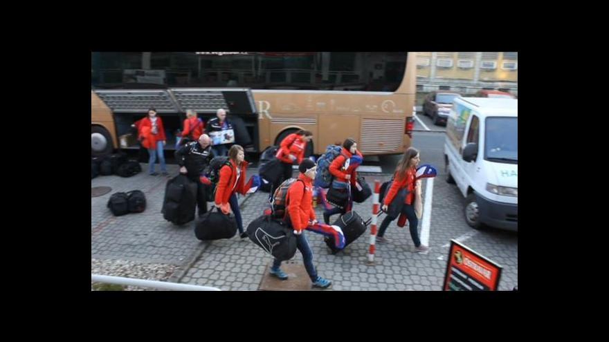 Video Florbalistky se před čtvrtfinále přesunuly do Ostravy