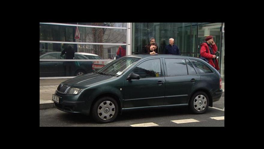 Video Policie zasahovala v sídlech ČEZu