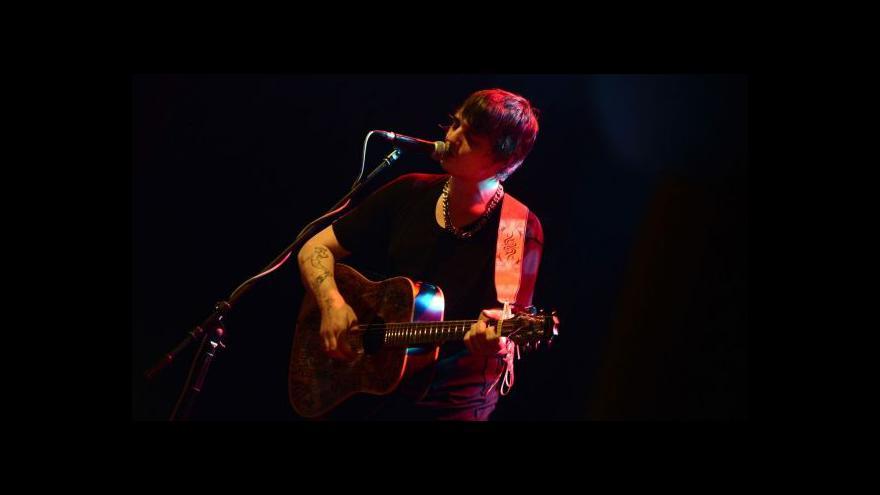 Video Bouřlivák Pete Doherty hraje v Praze