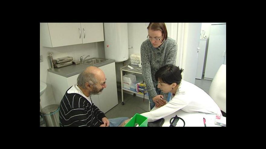 Video Lékaři se k bezdomovcům mnohdy chovají neeticky
