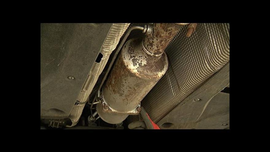 Video Řidiči odstraňují filtry z dieslových motorů