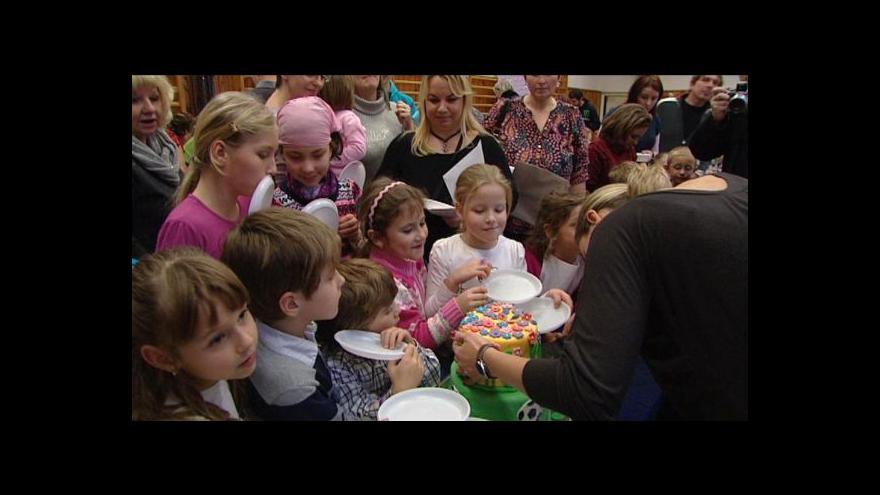 Video Děti nemocné fenylketonurií tráví Mikuláše bez čokolády