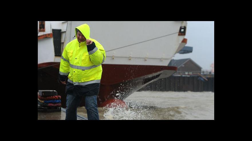 Video Orkán Xaver zasáhl severní Evropu (Zprávy 12:00)