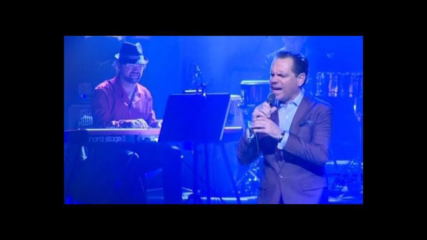 Video No comment: Vojtěch Dyk a Kurt Elling v Mahenově divadle