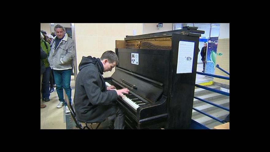 Video Piana jsou v ulicích dalších měst