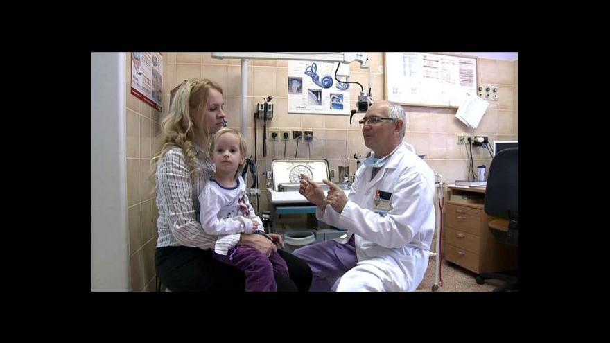 Video Stačí dětem implantáty jen do jednoho ucha?