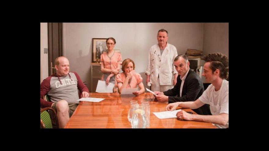 Video Dejvické divadlo v seriálu Čtvrtá hvězda