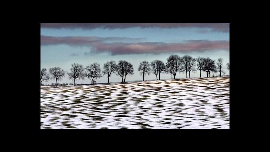 Video Přicházející zima přinesla sníh a ledovku, silničáři vyzývají k opatrnosti