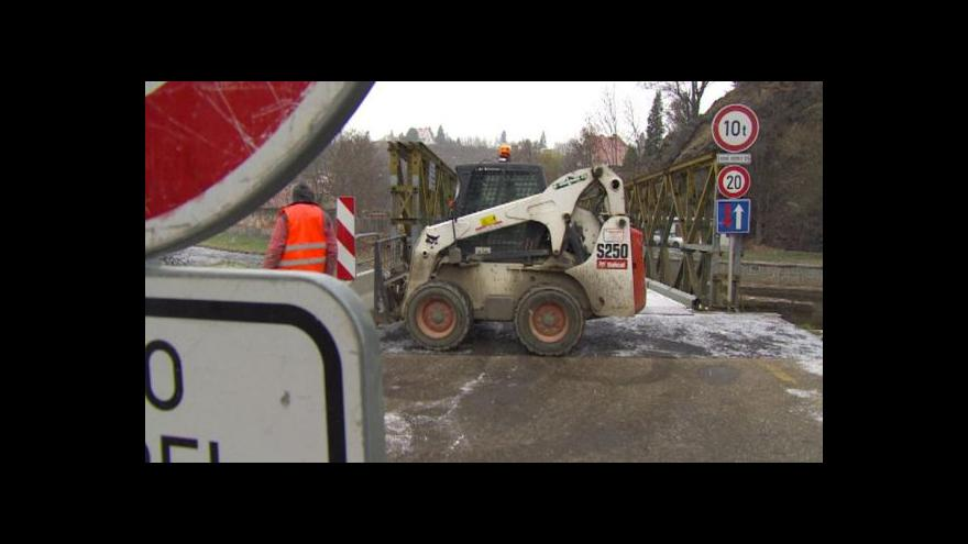 Video Český Krumlov nemá na nový most, vystačit musí s provizorním