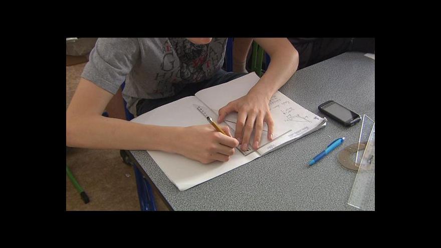 Video Student gymnázia napsal pro své spolužáky učebnici matematiky