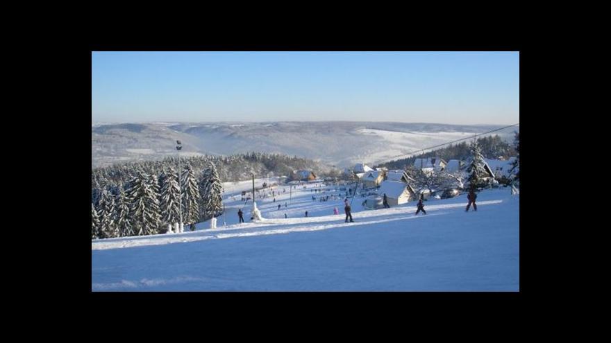 Video Dostat děti na školní lyžařské kurzy je čím dál těžší