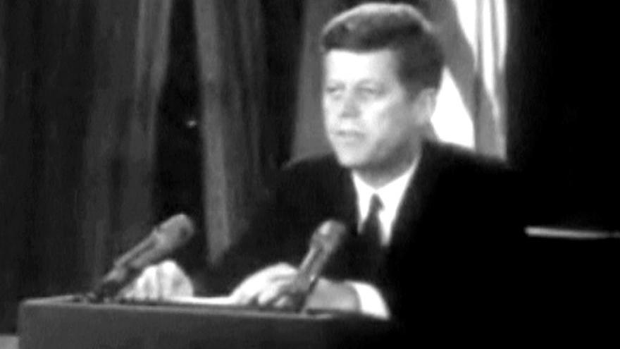 Video Zpravodaj ČT: Mýtus obklopující Kennedyho vznikl už za jeho života