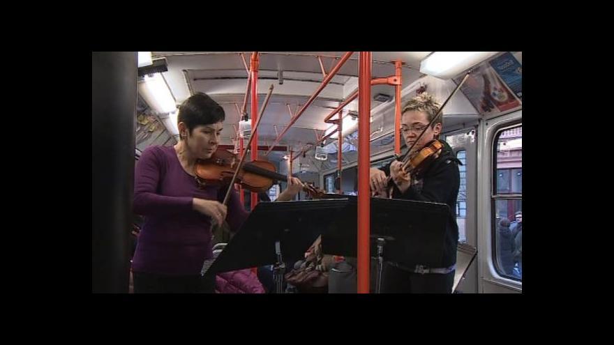 Video No comment: Minikoncerty Filharmonie v šalině