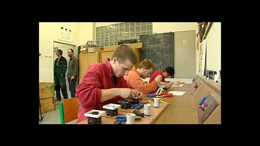 """Video """"Učňáky"""" studentům nestačí, v Česku pak chybí kvalitní řemeslníci"""