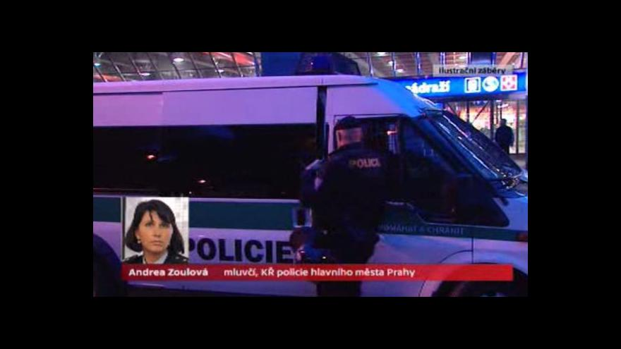 Video Mladík na hlavním nádraží zaútočil na prodavačku