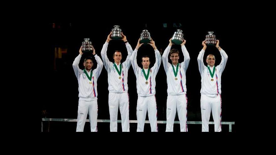 Video Vítězný ceremoniál po výhře českých tenistů v Davis Cupu