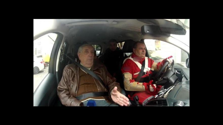 Video Senioři jako řidiči i chodci