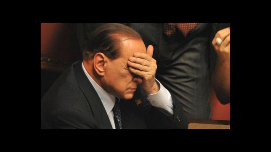 Video Proti Berlusconimu se bouří vlastní strana