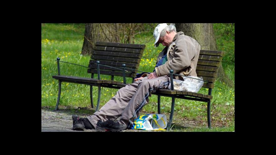 Video V ulicích měst přibývá bezdomovců