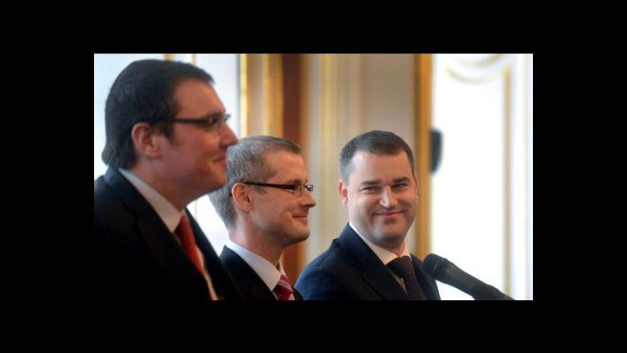 Video Zprávy ve 12:00: ČNB zveřejnila záznam z jednání o intervencích