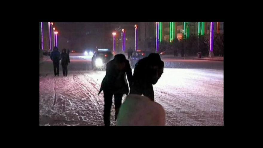 Video V Číně sněží, v Moskvě mají babí léto