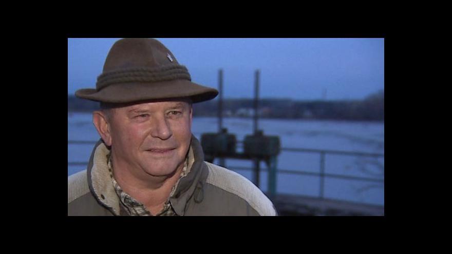 Video Rybář Alois Kopečný o střežení rybníka
