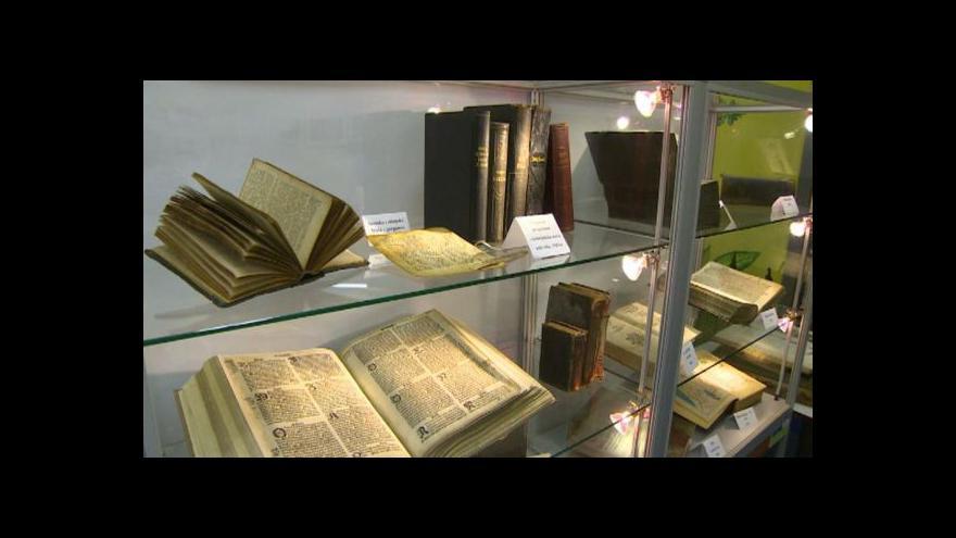 Video Výstava biblí v Pelhřimově láká na unikáty