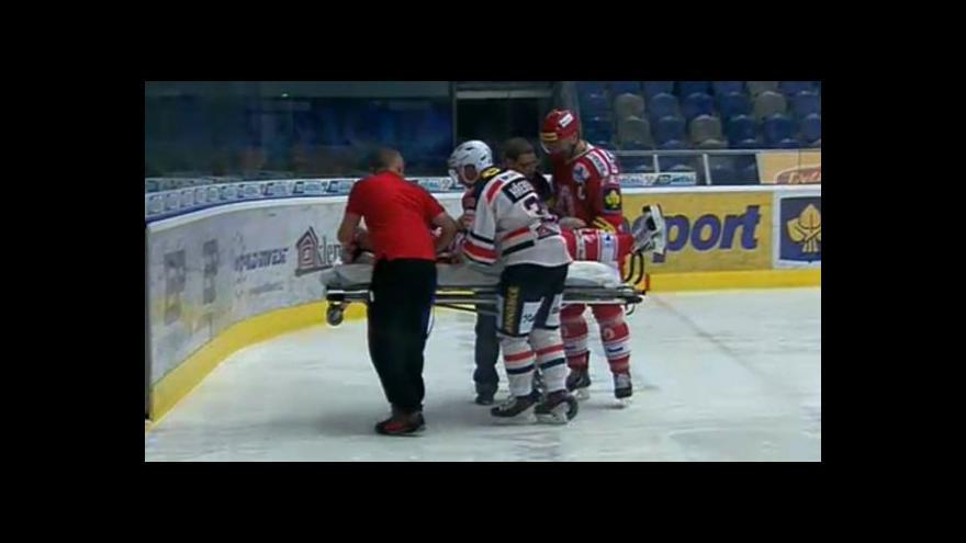 Video Nešťastné zranění Lukáše Zíba v zápase Chomutov - Třinec