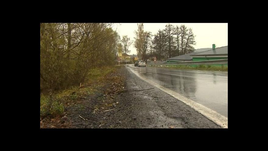 Video Nebezpečná ulice stále bez chodníku