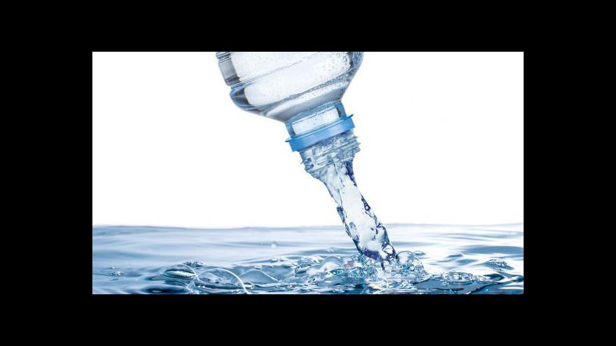 Video Voda z PET lahve nebo kohoutku?