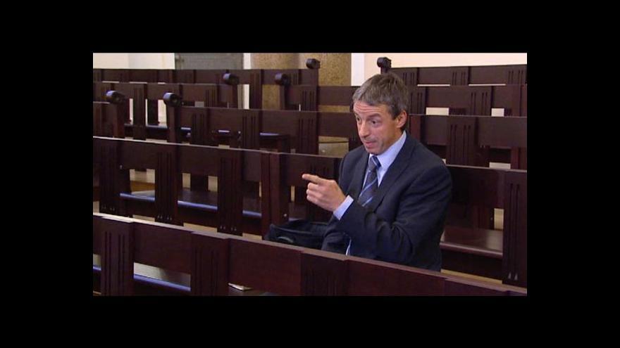 Video Rozhovor s Pavlem Bémem po příchodu k soudu