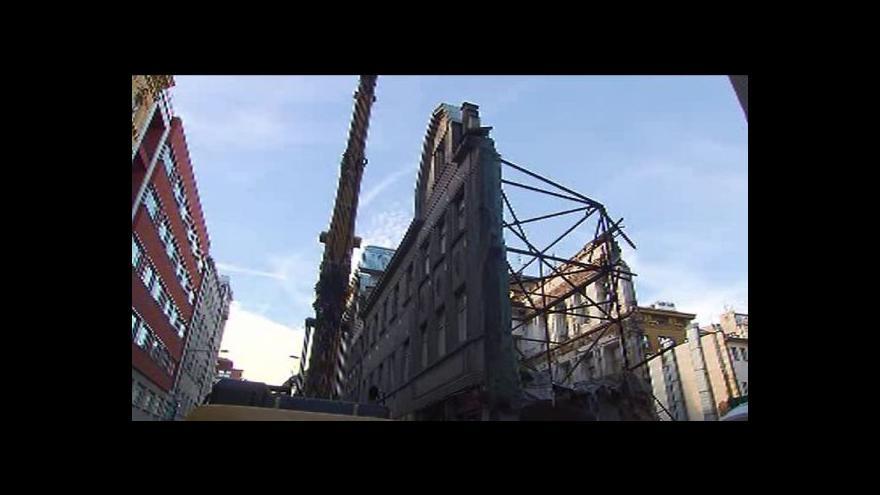 Video Demolice domu v Opletalově ulici se protáhne