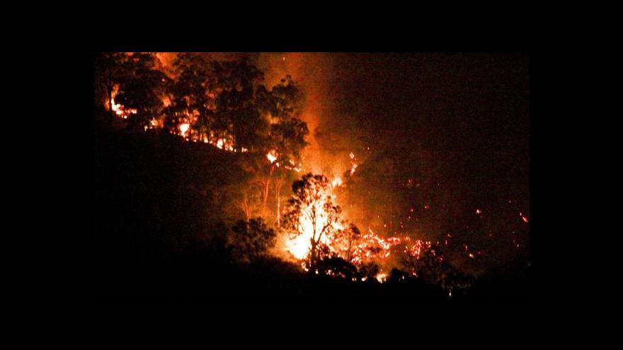 Video V Austrálii dál zápasí hasiči s lesními požáry