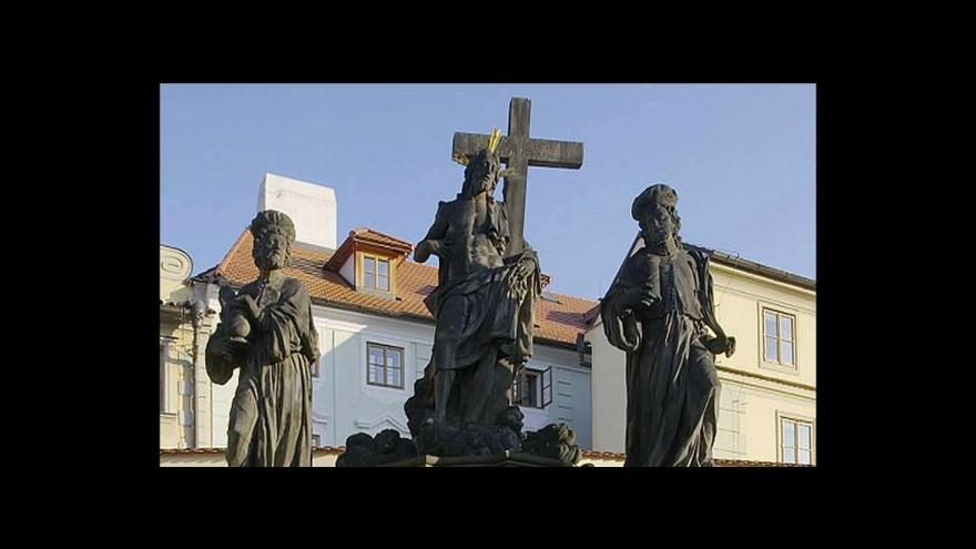 Video Na Karlův most se vrací barokní sousoší
