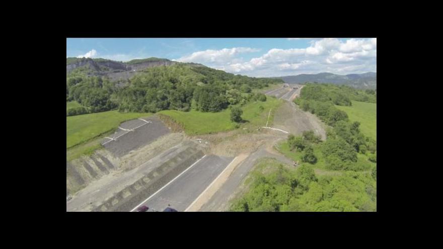Video Okolí sesuvu na D8 čeká geologický průzkum